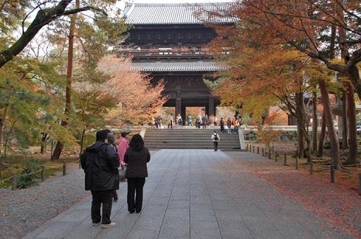 南禅寺の三門の紅葉