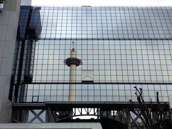京都駅ビルと京都タワー